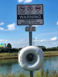 Deep-Water-Warning-sign_station-rotated